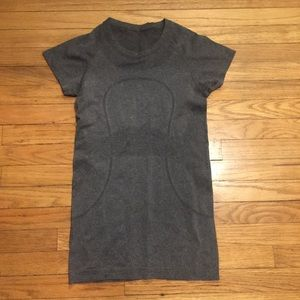 Lululemon gray workout s/s shirt - sz 6